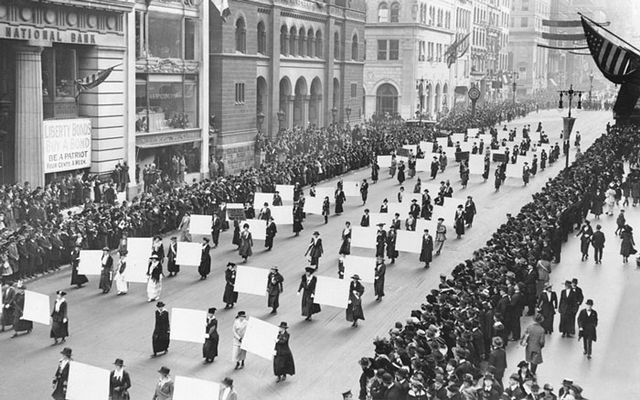 Suffragists Parade Down Fifth Avenue 1917 7afe4
