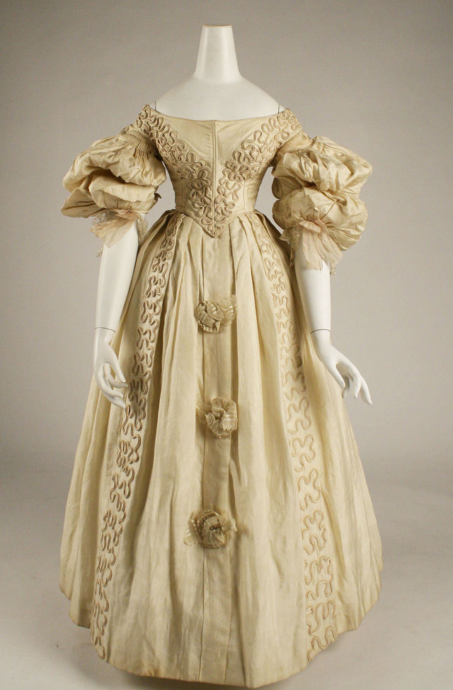 1832 british silk gown via met museum image 1 e9ff6