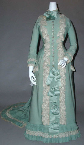 1890 French Silk Tea Gown via Met Museum dd7c2