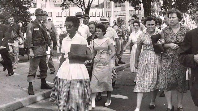 elizabeth eckford on the walk to little rock central high school 1957 c4e7c