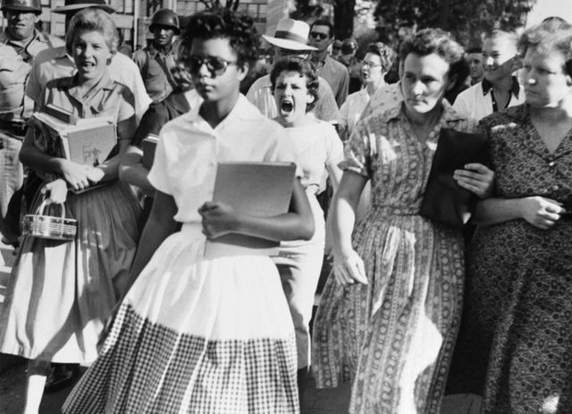 the infamous 1957 image of 15 yr old elizabeth eckford walking to little rock central high school c7f71