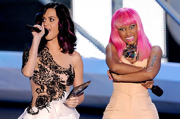 110992-katy_perry_nicki_minaj_show_vmas_2010_962_478